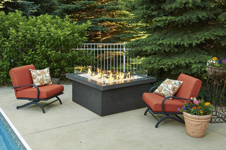 The pointe l shape fire pit table midnight mist top for Great outdoor room company