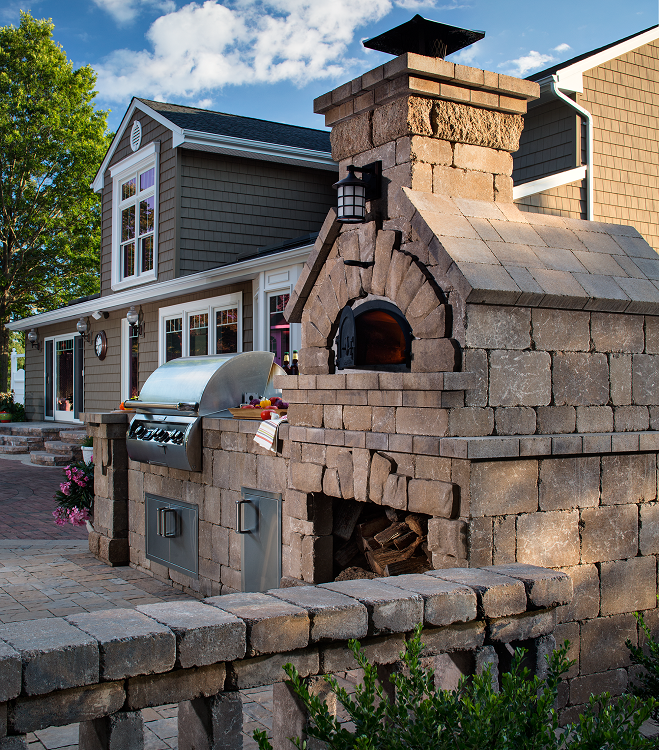 Great Outdoor Kitchen Complete With Pizza Oven: Chicago Brick Oven 750 Bundle